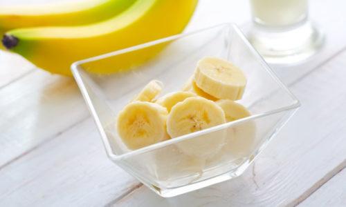 В бананах содержится много калия, благодаря которому человек быстро восстанавливает силы, поэтому бананы часто употребляют в пищу после напряженной работы или спортивных тренировок