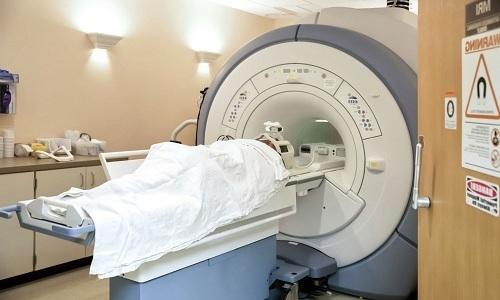 По необходимости проводятся магнитно-резонансная и компьютерная томографии, в ходе которых исследуется размер поджелудочной железы, состояние и функционирование ее протоков, наличие кист