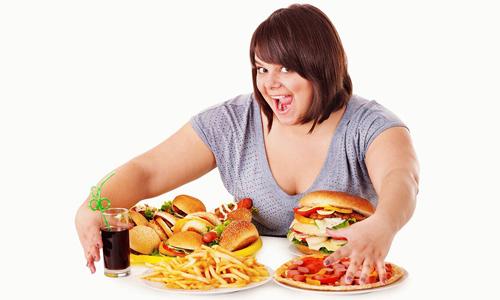 Фактором риска развития билиарной формы заболевания является переедание