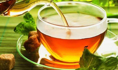 Количество жидкости не ограничено: жажду можно утолять не только водой и чаем, но и разными ягодными морсами, отварами, соками (лучше разбавленными водой), а также теплой водой с медом