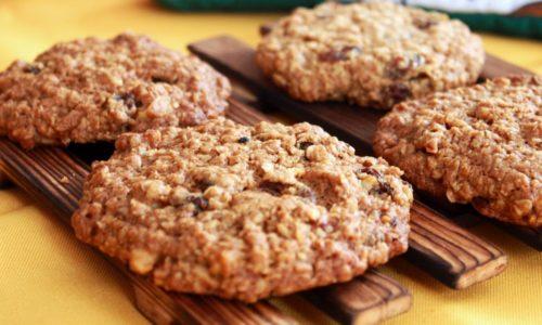 При панкреатите разрешено есть овсяное печенье, но только натуральное, в котором содержится овсяная мука высокого качества, смешанная с пшеничной