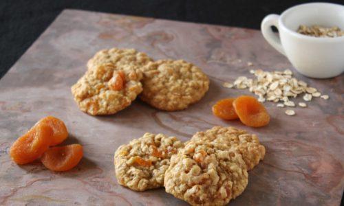 В период ремиссии оранжевые сухофрукты добавляют в несдобное печенье