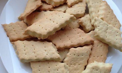 При панкреатите можно испечь галетное печенье