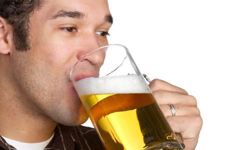 Многих людей интересует, можно ли пить пиво при панкреатите