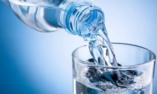 Первые 2 или 3 дня после острого приступа панкреатита диета пациента будет ограничиваться только чистой водой: небольшими порциями каждые 30-60 минут