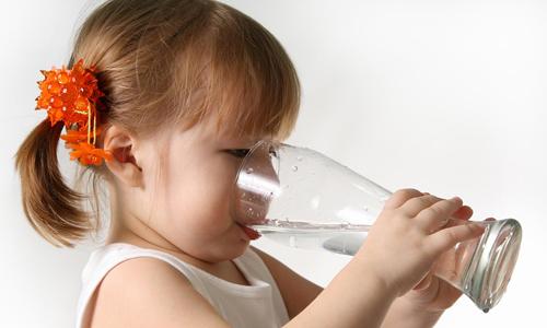 При панкреатите разрешается пить минеральную воду без газа