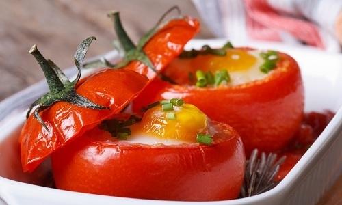 Человеку, который страдает от панкреатита, можно приготовить помидор с яйцом
