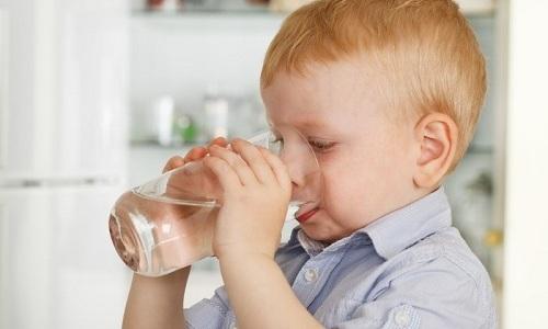 Ребенку после купирования приступа панкреатита разрешают пить теплую кипяченую и щелочную минеральную воду без газа