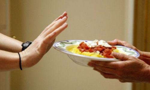 При обострении панкреатита, когда пациент испытывает сильные боли, спасительным считается голодание