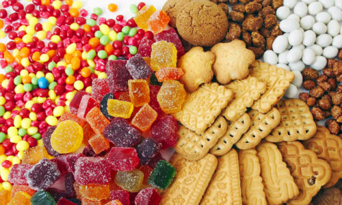 В 4 года у ребенка причиной проблем с поджелудочной железой может стать употребление в пищу сладостей