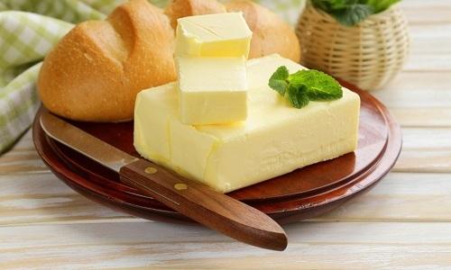 Готовить диетические блюда при остром панкреатите можно с использованием небольшого количества сливочного масла