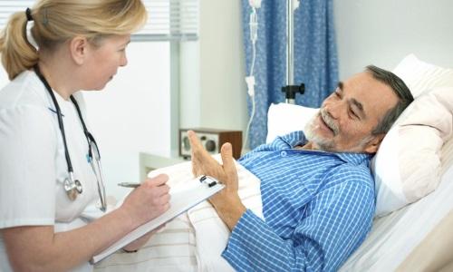 Если имеется риск развития тяжелых осложнений, то принимать капельницы пациенту придется несколько месяцев. В группу таких больных входят люди старше 50 лет
