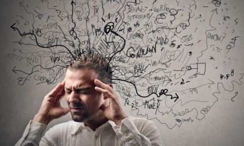 Длительный стресс способствует повышенному выделению желудочного сока и появлению спазмов в области желудка и кишечника
