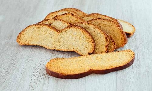 Сухари при панкреатите входят в перечень разрешенных продуктов при обострении заболевания