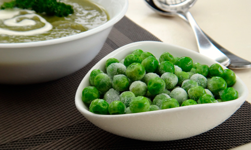 Разнообразить питание ребенка можно супом с зеленым горошком