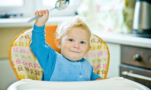 Развитие панкреатита у ребенка требует соблюдения строгой диеты в течение одного месяца и избирательного питания в последующие 5 лет