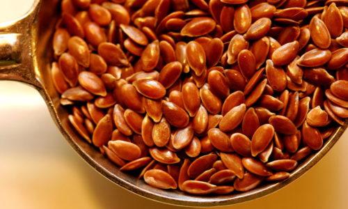 Семена льна при панкреатите можно использовать в виде чая или отвара для устранения воспалительного процесса, восстановления функций железы и предотвращения повреждений