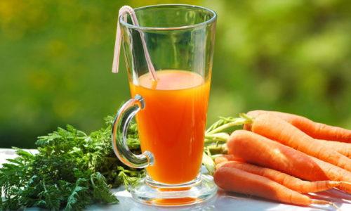 При панкреатите смешивают свежевыжатый морковный сок с простоквашей, выпивают натощак утром или вечером (можно вместо ужина)
